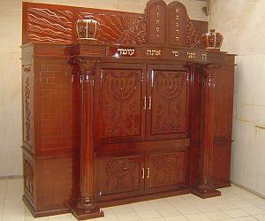 ארון הקודש בבתי הכנסת